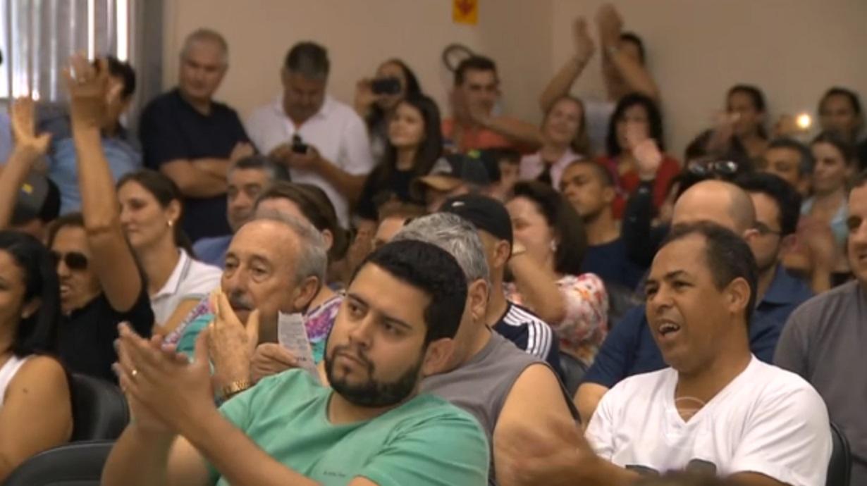pressao popular reduz subsidios de prefeito e vereador